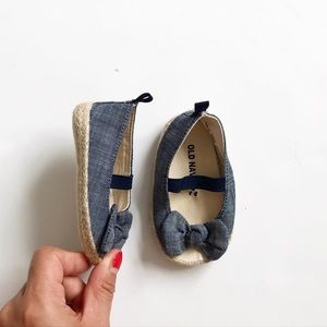 Old Navy chambray bow espadrilles EUC size 3-6 (2)